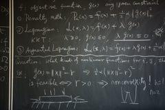 Pizarra con la lección de la matemáticas fotos de archivo libres de regalías