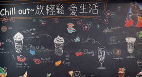 Pizarra con ofrendas de un restaurante en alameda de compras en la ciudad de Hangzhou, China Fotografía de archivo libre de regalías