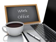 pizarra 3d, taza de café y PC del ordenador portátil concepto de la oficina del trabajo Fotos de archivo libres de regalías
