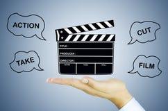 Pizarra de la película en la mano humana Fotos de archivo
