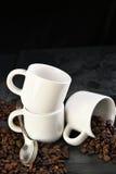 Pizarra de las habas de las tazas de café Fotografía de archivo