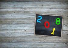 Pizarra 2018 del concepto de la educación del año con el fondo del marco de madera pizarra antigua por Feliz Año Nuevo del texto Fotos de archivo