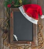 Pizarra del menú en una atmósfera de la Navidad Fotografía de archivo libre de regalías