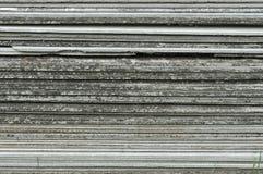 Pizarra del tejado de teja apilada para el uso en la construcción casera Pizarras del fibrocemento de la construcción Pila de fon fotografía de archivo libre de regalías