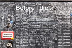 Pizarra delante de un pasillo del estudiante en Utrecht, Países Bajos Imagen de archivo libre de regalías