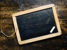 Pizarra en blanco con tiza Foto de archivo libre de regalías