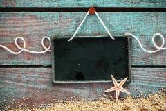 Pizarra en blanco para su menú o anuncio de los mariscos Imágenes de archivo libres de regalías