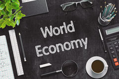 Pizarra negra con concepto de la economía mundial representación 3d Foto de archivo