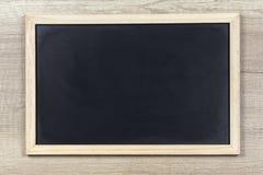 Pizarra negra con el marco de madera Imagen de archivo