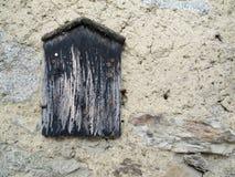 Pizarra vieja en la pared Imagenes de archivo