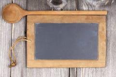 Pizarra y cuchara de madera Imágenes de archivo libres de regalías