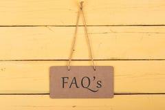 Pizarras con la inscripción 'FAQ ' imagen de archivo libre de regalías