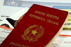 Pizca del pasaporte todos los documentos para la petición Foto de archivo libre de regalías