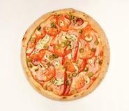 Pizza épicée avec le peu de poivre Pizza avec le lard, tomates, olives image stock