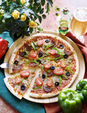 Pizza. With tomato, mozzarella and green pepper Royalty Free Stock Photos
