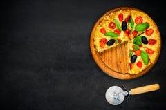 Pizza affettata sullo spazio della copia Fotografia Stock Libera da Diritti