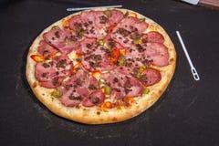 Pizza, aliments de préparation rapide Photographie stock libre de droits