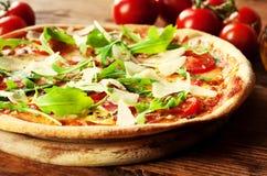 Pizza Arugula Lizenzfreie Stockfotografie