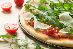 Pizza with arugula (rucola) Stock Images