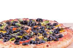 Pizza auf einem hackenden Brett Stockfotos