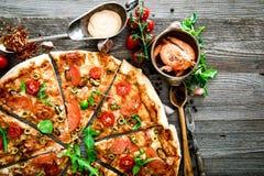 Pizza avec de divers fruits de mer Image libre de droits