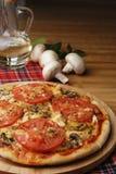 Pizza avec des champignons de couche Photos stock