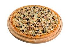 Pizza avec des champignons sur le conseil en bois pour un annuaire ou un menu photographie stock