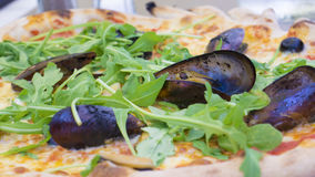 Pizza avec des fruits de mer Photo stock