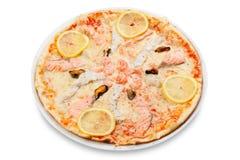 Pizza avec des poissons et des fruits de mer Images libres de droits
