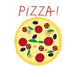 Pizza avec des tomates, des olives, le salami et le basilic sur le fond blanc Photos libres de droits