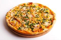 Pizza avec du jambon et le maïs image libre de droits
