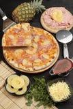 Pizza avec l'ananas et le jambon Photo stock