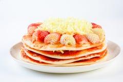 Pizza avec la fraise et les fromages photo libre de droits