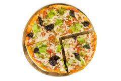 Pizza avec la part découpée Photographie stock libre de droits