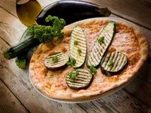 Pizza avec les courgettes grillées Photographie stock libre de droits