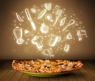 Pizza avec les icônes et les symboles blancs de restaurant Images stock