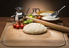 Pizza avec les tomates et le mozzarella Photo stock