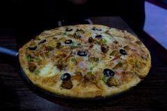 Pizza avec ses belles saveurs photographie stock