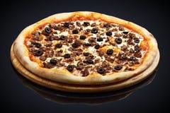 Pizza Bolonhês com carne imagem de stock royalty free