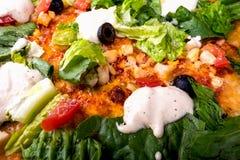 Pizza Caesar na białym drewnianym tle Obraz Stock