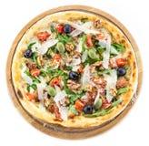 Pizza Caesar nad białym tłem zdjęcie royalty free