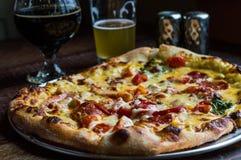 Pizza calda pronta da mangiare Fotografie Stock