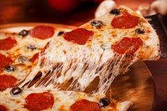 Pizza caliente Fotos de archivo