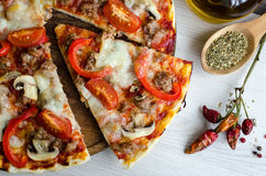 Pizza caliente del italiano de la carne Foto de archivo