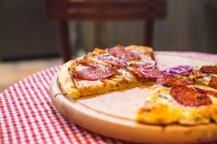 Pizza Capricciosa, alimentos de preparación rápida Imagen de archivo