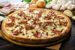 Pizza Carbonara con el tocino 2 Imagen de archivo libre de regalías