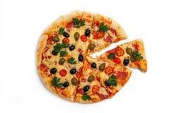 Pizza casa-feita cortada fotos de stock