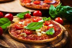 Pizza casalinga Fotografie Stock