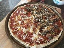 Pizza casalinga Fotografie Stock Libere da Diritti