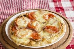 Pizza casalinga fotografia stock